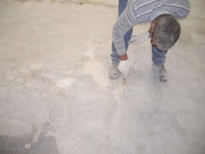 Synertec - hloe-filling in concrete